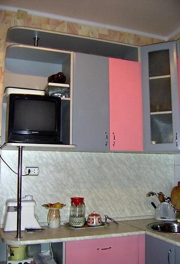 Кухня маленькая и уютная кухня